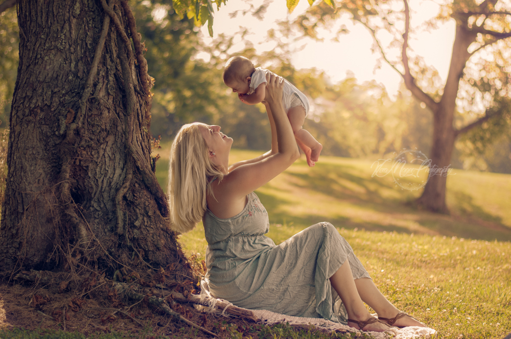 Maternity Session In the Park, Spring Hill Newborn Photographer, Local Family Photographer, Photo session prices, Mother and baby memory, Summer Family photo session